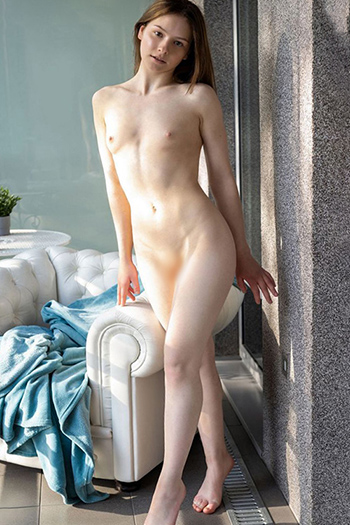 First class escort model Qaskiya from Italy spoils you with verbal eroticism with a sex date in Berlin