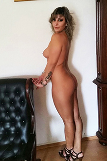Linda VIP Escort Ladie mit Full Sex & Massage Service in Berlin