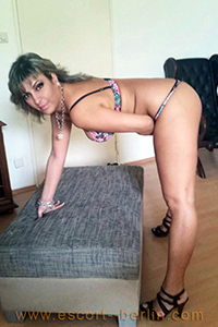 Sex with housewives in Berlin Linda as escort lady on the way is looking for a man