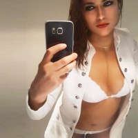 Janet Vollblut Model aus Berlin bietet geilen Sex und Top Escortservice