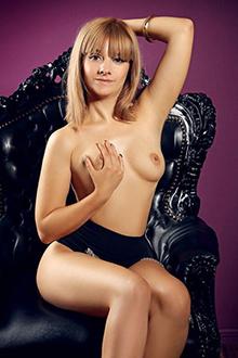 Janette zierliche blondine sehr flexibel beim Sex Escort Berlin