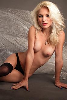 Jennifer – Zierliches blondes Girl nonstop Sex geil
