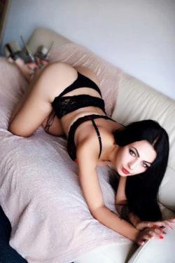 Karina erotische Escort Hure Berlin bietet Analsex bei Haus Hotelbesuchen