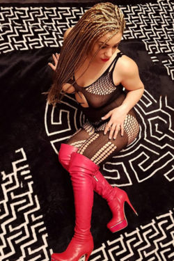 Escort Ladie Lara Seeking Him For One Night Stand In Berlin Hotel