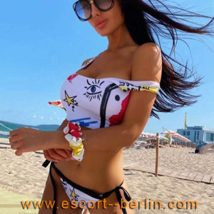 Escort dream woman Susy from Europe seduces with intimate French kisses and discreet escort service in Berlin